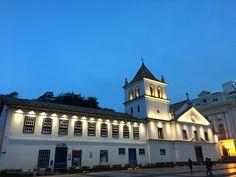 Recém inaugurada, nova iluminação e todo o projeto elétrico da fachada da instituição jesuíta foi doado por empresa. Saiba mais e veja como ficou o local.