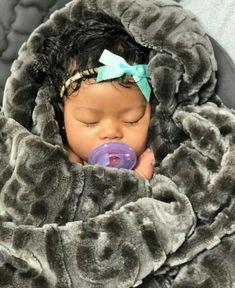 Food Allergies in Kids So Cute Baby, Cute Mixed Babies, Cute Black Babies, Beautiful Black Babies, Baby Kind, Pretty Baby, Little Babies, Cute Kids, Cute Babies