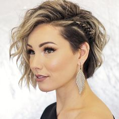 Fine hair may be difficult to handle, but don't get down, there are still plenty of options for you. We offer a range of short hairstyles that will make your fine hair look thicker and chicer. Cute Braided Hairstyles, Pixie Hairstyles, Pixie Haircuts, Trendy Hairstyles, Hairstyles 2018, Undercut Hairstyles Women, Hairstyles Pictures, Layered Hairstyles, Night Out Hairstyles
