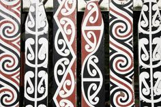 maori design | Use the pens to decorate the bookmark.