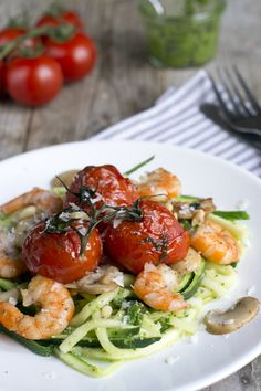 Courgetti with prawns Easy Diner, Clean Recipes, Healthy Recipes, Deli Food, Evening Meals, Brenda, Food Dishes, Food Inspiration, Italian Recipes