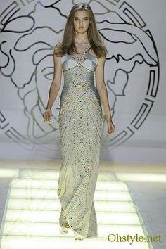 Amazing dress Nicole Kidman wore at the Golden Globes