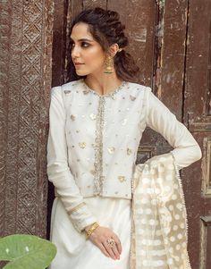 Shanoor White Ibteda-e-Ishq by Faiza Saqlain chambeili.com Fancy Dress Design, Stylish Dress Designs, Stylish Dresses, Fashion Dresses, Saree Jacket Designs, Kurti Neck Designs, Latest Pakistani Dresses, Pakistani Outfits, Beautiful Dresses