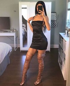 """babes-in-tight-dress: """"shortened black dress + clean room """" Clubbing Outfits, Sexy Outfits, Cute Outfits, Fashion Outfits, Tight Dresses, Sexy Dresses, Short Dresses, Sunday Dress, Dress Up"""