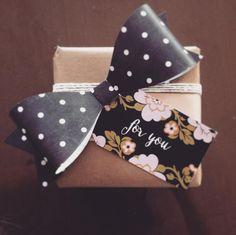 polka dot paper bow