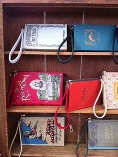 Clutches aus ausrangierten Büchern, Lederinnenleben, Reissverschluss und Schlinge fürs Handgelenk