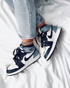 Cute Sneakers, Sneakers Mode, Sneakers Fashion, Jordans Sneakers, Fashion Shoes, Air Max Sneakers, Fashion Fashion, Fashion Dresses, Fashion Jewelry