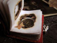 Memories. Pendente libro. Collana orologio. Libro gioiello. Libro delle Ombre. Collana grimorio. Mini- libro. By ArteNascosta #italiasmartteam #etsy