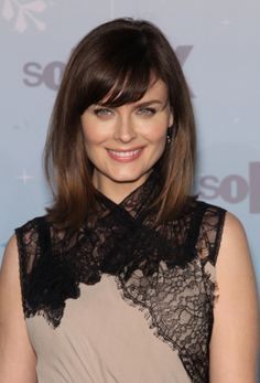 Emily Deschanels chic, shoulder-length hairstyle