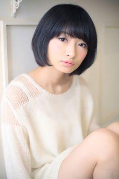 丸顔を小顔に見せれる髪型002 | 青山・表参道の美容室 Secretのヘアスタイル | Rasysa(らしさ)
