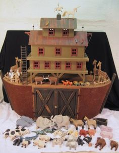 It amazes me how inaccurate pictures and toys are of the Ark built by Noah.the measurements are written down in the Bible Genesis Also Jehovah said every clean animal was to be taken by sevens and unclean was by twos. Metal Toys, Wood Toys, Antique Toys, Vintage Toys, Noahs Arc, Little Girl Birthday, Doll Quilt, Baby Play, Picture On Wood