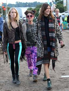 Alexa Chung, Mary Charteris, Jaime Winstone #wellies #Festival #FestivalFashion