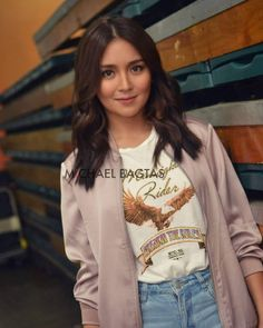 Kathryn Bernardo Hairstyle, Kathryn Bernardo Photoshoot, Kathryn Bernardo Outfits, Filipina Actress, Filipina Beauty, Creative Shot For Graduation, Curl Styles, Hair Styles, Packing Clothes