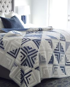 A Sweet Escape finish (Simplify - Camille Roskelley) Log Cabin Quilt Pattern, Log Cabin Quilts, Log Cabins, Log Cabin Patchwork, Two Color Quilts, Blue Quilts, White Quilts, Patchwork Quilt, Scrappy Quilts