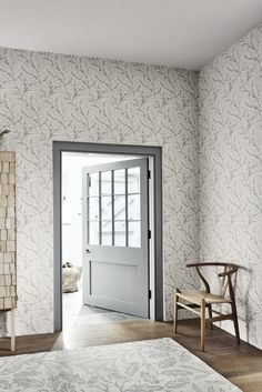 Willow Bough wallpaper design by Morris.