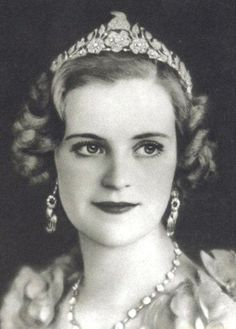Queen Geraldine and the Goat Tiara. A diamond and platinum tiara. Royal Crowns, Royal Tiaras, Tiaras And Crowns, Diamond Tiara, Royal Jewelry, Jewellery, Vintage Jewelry, Royal Brides, Circlet