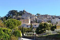Bonnieux village provence walking holiday southern France