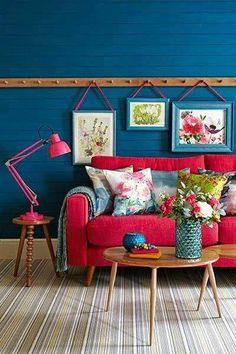 Inspiration pour ne pas percer partout dans un beau mur enduit : prévoir un tasseau d'accroche ?