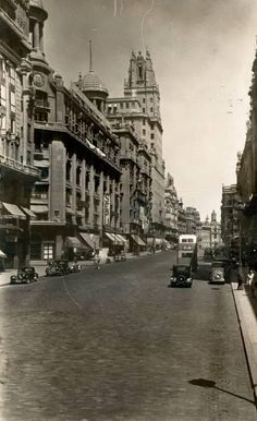 hacia 1950 - 1960, esplendor total de la antigua avenida de josé antonio.
