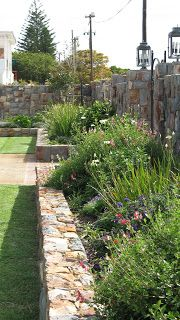 41 Genius Ways to Save Water for Garden Landscaping Solutions Low Maintenance Landscaping, Low Maintenance Garden, Landscaping With Rocks, Front Yard Landscaping, Landscaping Ideas, Back Gardens, Small Gardens, Garden Ideas South Africa, Landscape Design Program