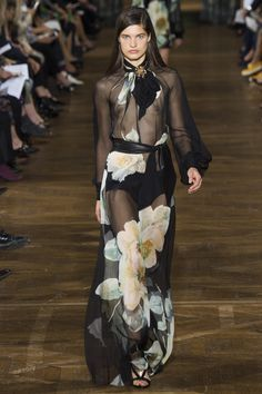 http://www.vogue.com/fashion-shows/spring-2017-ready-to-wear/lanvin/slideshow/collection