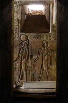Sekhmet et Horus l'enfant. Temple d'Edfou.