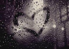 Wat klinkt die regen heerlijk zo midden in de nacht .... ik had je nu graag vast gehouden ..... mmm fijn die koele lucht door de slaapkamer ... ik sla m'n armen in gedachten om je heen... terwijl je in werkelijkheid in zijn armen ligt .... (voor mij) niet makkelijk ..... al hoop ik echt dat je dat een veilig , vertrouwd en vooral geliefd gevoel geeft  ... ik gun t je zo ..