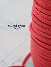 Largeur 5mm pour ce cordon lacet suédine en couleur rouge-corail.