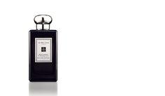 日本伝統の儀である香道。そこで重んじられる貴重な伽羅の香り。アンバーとブラックオーキッドでより豊かに、清らかで妖艶なブラックカルダモンやジンジャー、ウォーターリリーで華やかに演出します。リラックスするような穏やかな香りです。