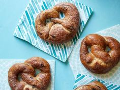 Healthy Meals For Kids Young chefs can easily show off their kitchen savvy with any of these 5 healthy recipes from Food Network Kitchen. - Young chefs can easily show off their kitchen saavy with any of these 5 healthy recipes from Food Network Kitchen. Healthy Pretzels, Pretzels Recipe, Soft Pretzels, Healthy Meals For Kids, Kids Meals, Healthy Snacks, Healthy Recipes, Snacks Kids, Healthy Menu