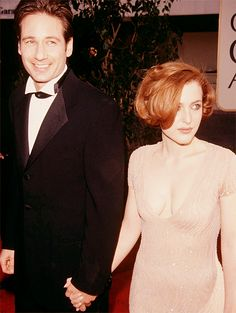 Mulder Scully / David Duchovny and Gillian Anderson / Love them. That dress be crazy.