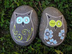 #painted rocks, corujinhas by Lia Oliveira ( doce abóbrinha ), via Flickr