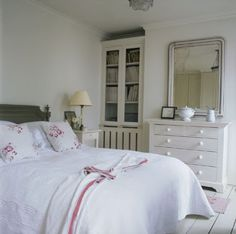 Willow Decor: Swedish Style Country Homes - #swedish #white #bedroom