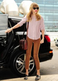 Pink Button Down Shirt and tan Jeans - Celebrity Style - Taylor Swift