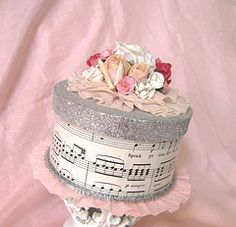 Gift wrapping idea for all my musiclovers Like the wrap and the different top - but without flowers as simplicity rocks my world box Paper Cake Box Decoration Shabby, Paper Cake, Paper Crafts, Diy Crafts, Pretty Box, Altered Boxes, Box Cake, Keepsake Boxes, Trinket Boxes