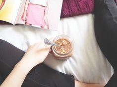 The Ultamate Chocolate, Cranberry and Banana Overnight Oats Recipe - Chantell Clark Banana Overnight Oats, Delicious Vegan Recipes, Lifestyle Blog, Healthy Snacks, Chocolate, Eat, Kitchen, Food, Fashion