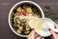 Naložte je! Cukety s česnekem a chilli jsou dokonalé! - Proženy Acai Bowl, Food And Drink, Breakfast, Acai Berry Bowl, Breakfast Cafe