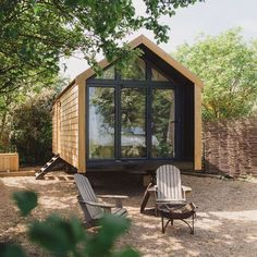 41 Best Tiny House Wall to Copy Right Now Tiny house design is figuring out the way you can maximize your privacy whilst still letting a lot of light into a little space. Best Tiny House, Modern Tiny House, Tiny House Cabin, Tiny House Living, Tiny House Plans, Tiny House Design, Tiny House On Wheels, Tiny Houses, Tiny Little Houses