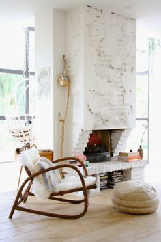 Homes with Heart: Eclectic Modern Family Home- I kinda like that fireplace! Home Living Room, Living Spaces, Pouf Cuir, Home Interior, Interior Design, White Wash Brick, White Bricks, Eclectic Modern, Modern Boho