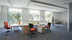Planos - Os avanços da tecnologia e a necessidade de interação nos escritórios modernos encontram a solução ideal neste sistema de plataforma linear.   Solidez, design clean e funcionalidade.