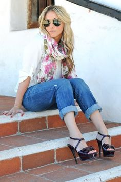 fall-scarves - love this look, just wish I could do those shoes! Ouch! :^)