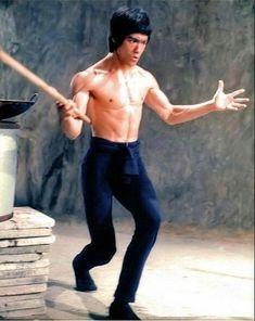 Bruce Lee Children, Bruce Lee Martial Arts, Bruce Lee Photos, Brandon Lee, Warrior Spirit, Enter The Dragon, Chuck Norris, Hollywood Glamour, Karate