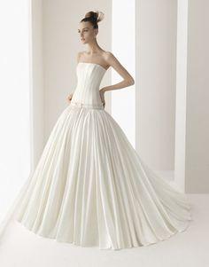 GAROA / Wedding Dresses / 2011 Collection / Luna Novia