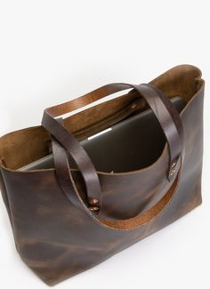 WP Standard's vintage leather tote bag is perfect for those who need a bag for their everyday life. Available in black, chestnut, tan, and oxblood. Tote Handbags, Tote Bags, Burlap Bags, Camo Purse, Leather Projects, Leather Crafts, Leather Purses, Leather Bags, Pink Leather