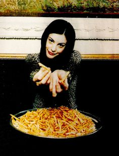 vintagepeople: '90s Liv has some french fries for you