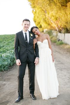 Sarah Seven Wedding Gown | On SMP: http://www.stylemepretty.com/2013/12/02/maravilla-gardens-wedding-from-weddings-by-sasha-gulish | Photography: Weddings By Sasha Gulish