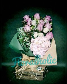 情人節系列 - 玫瑰繡球花花束  由即日至2016-01-31前訂購任何情人節花束可享特惠價訂購歡迎 Whatsapp / 致電 (5405 3785)查詢  #hkigshop #florist #floralholic #valentineday #lover #bouquets #rose #情人節 #情人節禮物 #送花 #玫瑰花 #繡球花 #老婆 #女朋友 #早買平兩舊 by floralholic.hk