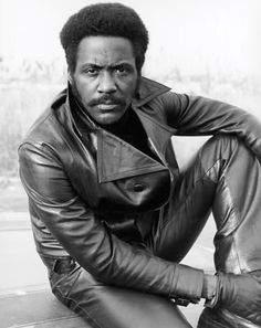 Don't let the remake convince you otherwise, the best (and original) Shaft premiered in 1971 and introduced us to a detective by the same name played by Richard Roundtree. Even more impressive? It was only his second film. Richard Roundtree, Black Actors, Black Celebrities, Celebs, Black History Facts, Black History Month, Art History, Detective, Vintage Black Glamour