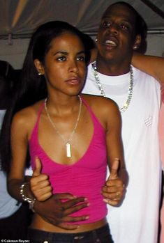 Photos from a Fourth of July party in 2000 were obtained exclusively by DailyMailTV showing Aaliyah and Jay-Z getting cozy. Aaliyah Jay, Aaliyah Style, Hip Hop Fashion, 90s Fashion, Young Jay Z, Aaliyah Pictures, Aaliyah Haughton, Ace Hood, Mrs Carter
