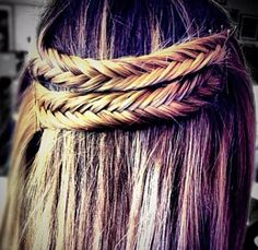 little fishtails crossover Creative Hairstyles, Pretty Hairstyles, Girl Hairstyles, Beautiful Braids, Gorgeous Hair, Double Braid, Hair And Nails, Hair Pins, Hair Inspiration